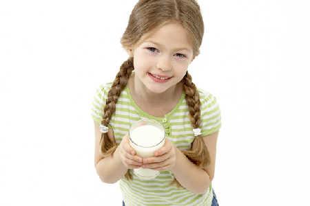Słodzone napoje nie zastępują mleka w diecie dziecka