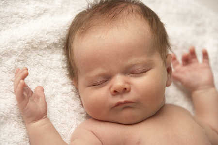 Poród przez cesarskie cięcie nie prowadzi do nadwagi u dzieci