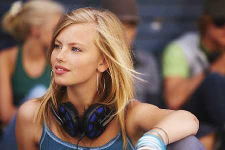 Korzystanie z odtwarzaczy MP3 przy wysokim poziomie głośności naraża nastolatków na wczesną utratę słuchu