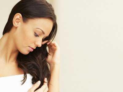 Zjadanie włosów (trichofagia)-definicja, objawy i przyczyny zjadania włosów
