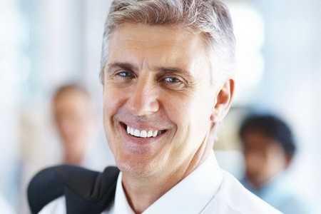 Uśmiechnięty mężczyzna