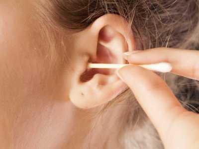 Czyszczenie uszu: co można, a czego nie wolno robić?