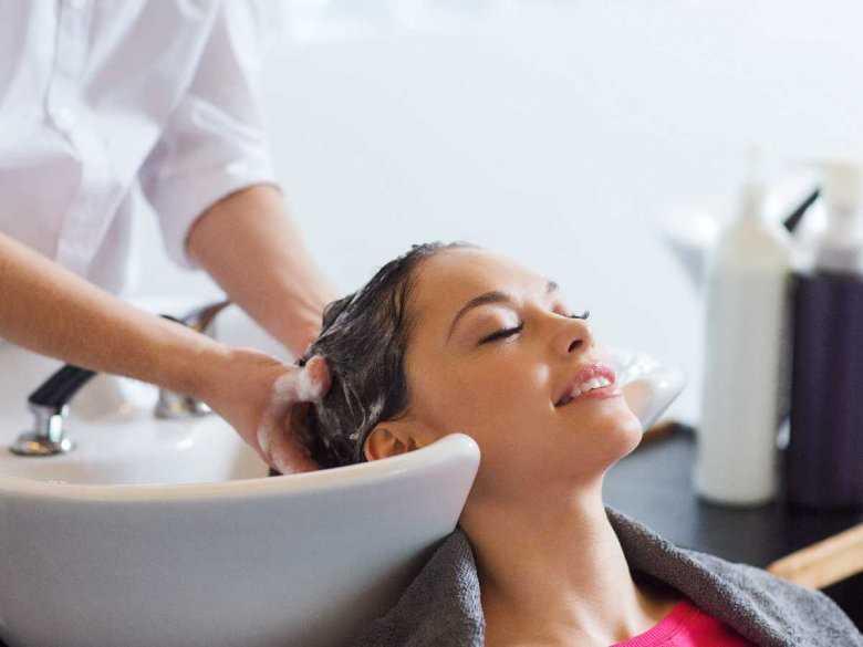 Mycie włosów u fryzjera