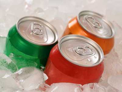 Częsta konsumpcja słodzonych napojów wiąże się ze zwiększonym ryzykiem przedwczesnej śmierci