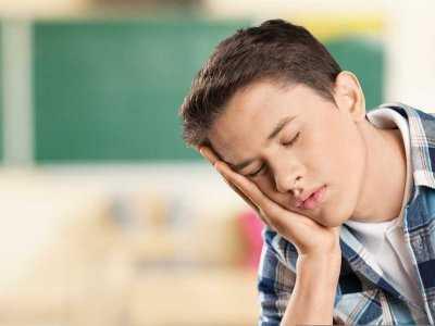 Deficyt snu jako przyczyna nadciśnienia u nastolatków