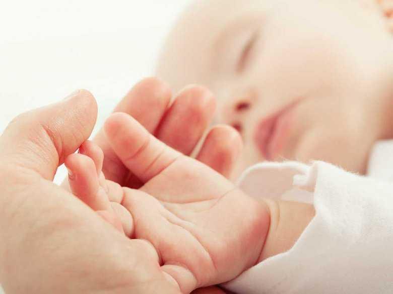 Kolki i zaparcia u niemowląt – jak sobie z nimi radzić?