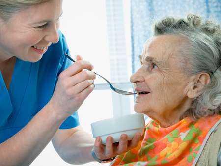 Długoterminowe przeżycie i nawrót choroby u pacjentek z pierwotnym rakiem płaskonabłonkowym sromu.