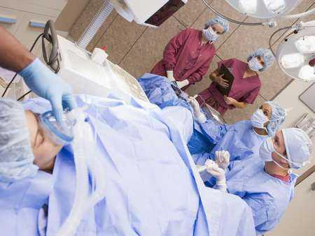 Operacyjne leczenie wypadania pochwy z zastosowaniem ultra-lekkiej pokrytej tytanem siatki polipropylenowej.