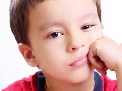Czy to autyzm - objawy w wieku przedszkolnym i szkolnym