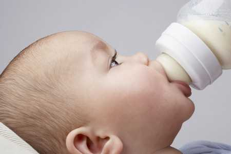 Żelazo w mieszankach dla zdrowych niemowląt