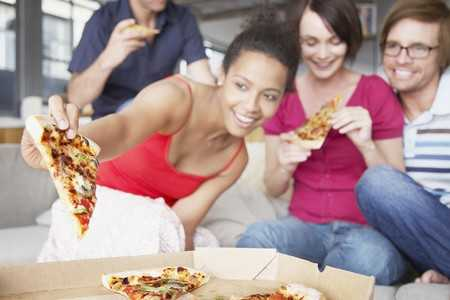 Dlaczego przed miesiączką mamy wzmożony apetyt?
