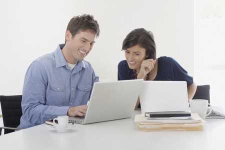 Partnerzy o podobnych zawodach mają trudności z utrzymaniem równowagi między pracą a życiem codziennym