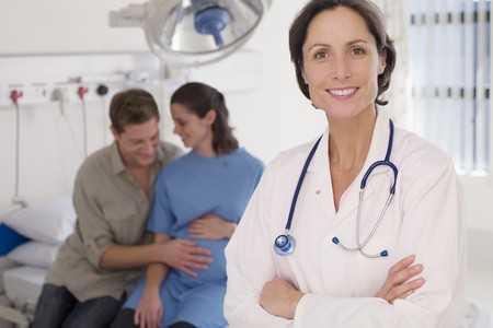 Udział personelu medycznego w przeżywaniu wraz z pacjentką poronienia.