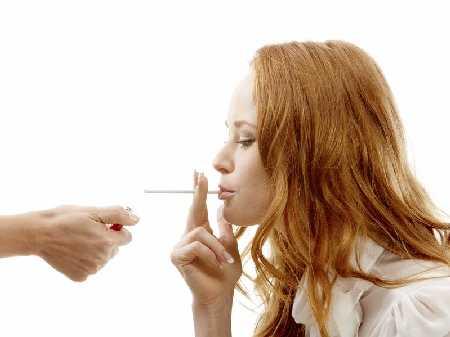 Czy palenie tytoniu ma wpływ na zmianę zachowania?