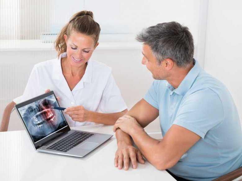 Jak rozwiązać 4najczęstsze problemy z zębami po 50-tce?