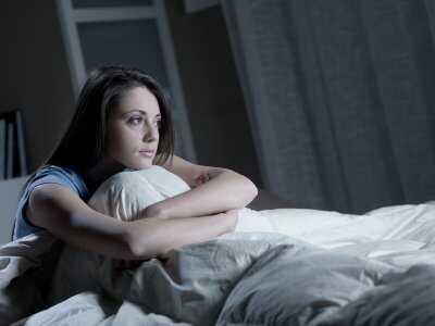 Kolatania serca w nocy: co może je powodować i kiedy udać się do lekarza?