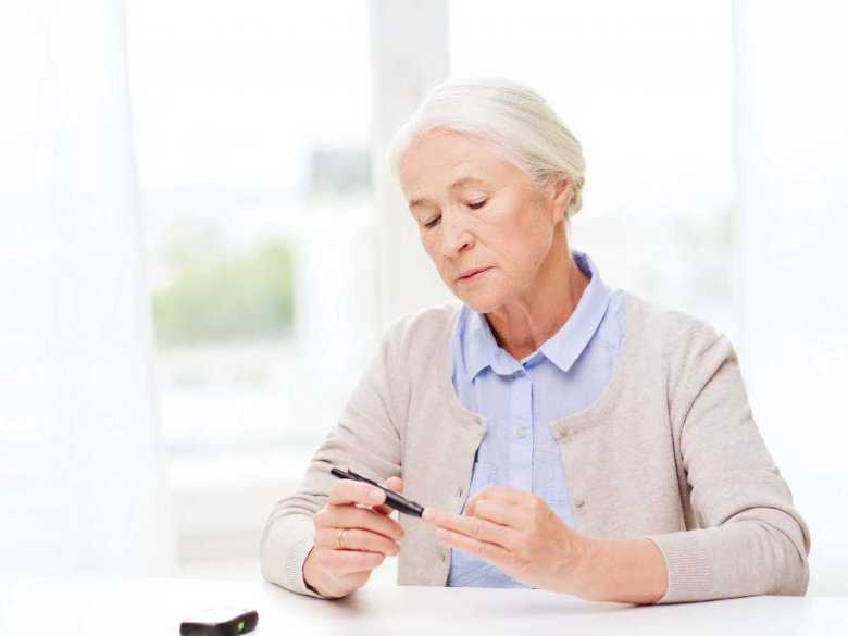 Pomiar glukozy we krwi u starszych kobiet