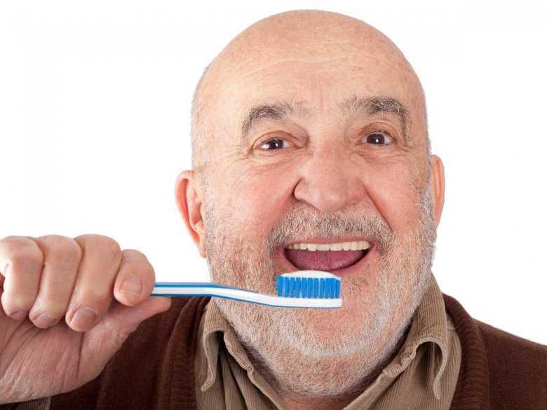 Choroby jamy ustnej mogą znacząco pogarszać funkcjonowanie starszych mężczyzn