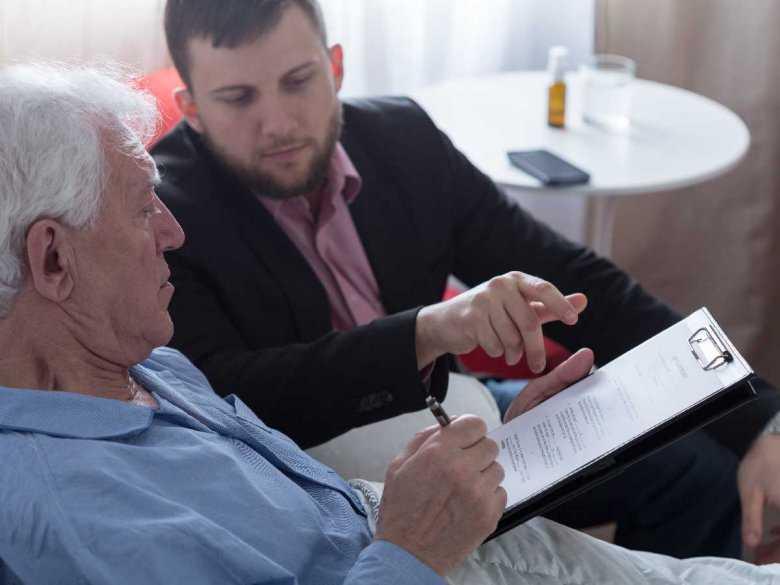 Opieka nad cierpiącymi na chorobę Alzheimera ze strony członków ich rodzin