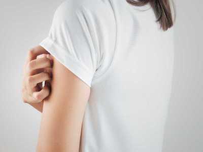 Alergia po zastosowaniu kosmetyków – kiedy niezbędna jest wizyta u lekarza?