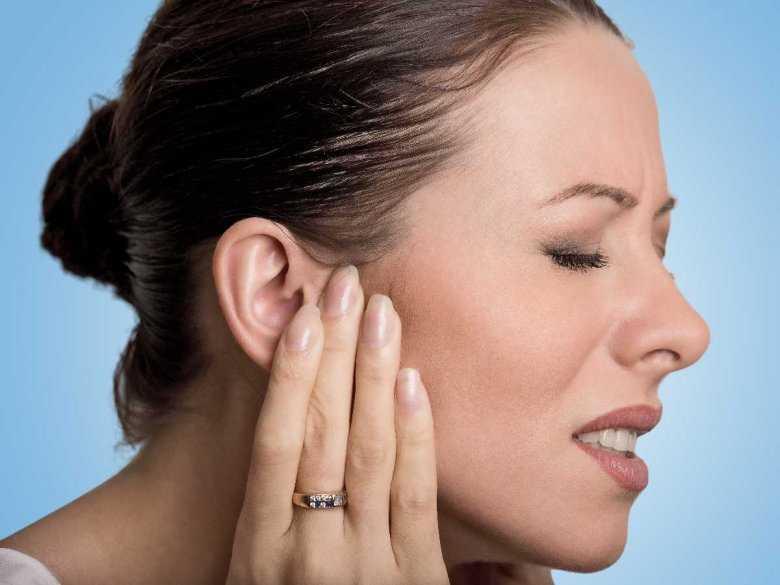 Jak można się pozbyć wody z ucha?