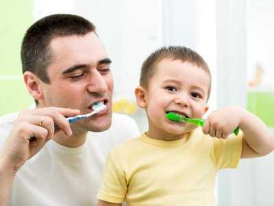 Nie ma jednoznacznej informacji, jak powinniśmy czyścić zęby