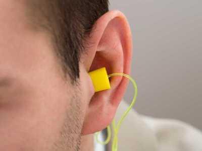 Czy korzystanie z zatyczek do uszu jest bezpieczne dla zdrowia?