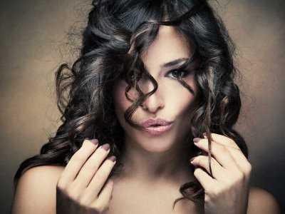 Ile typowo włosów traci dziennie człowiek?
