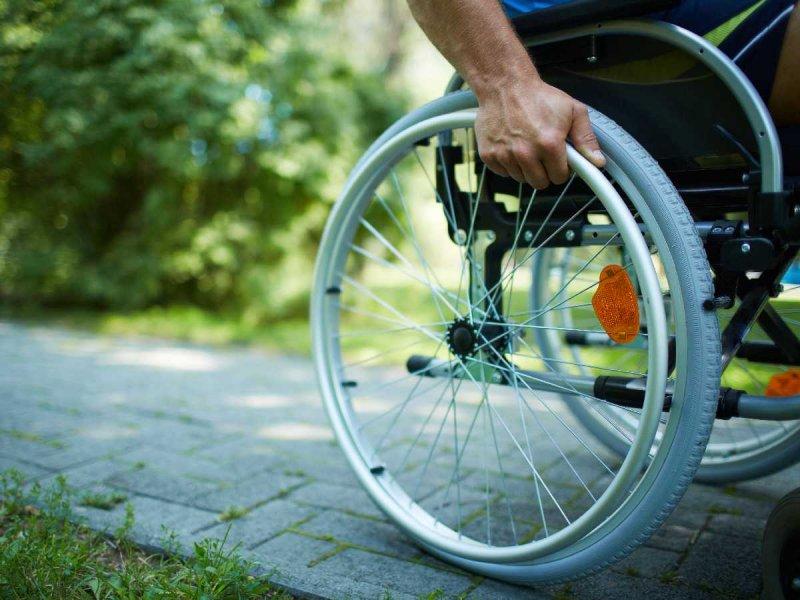 Osoba poruszająca się na wózku inwalidzkim