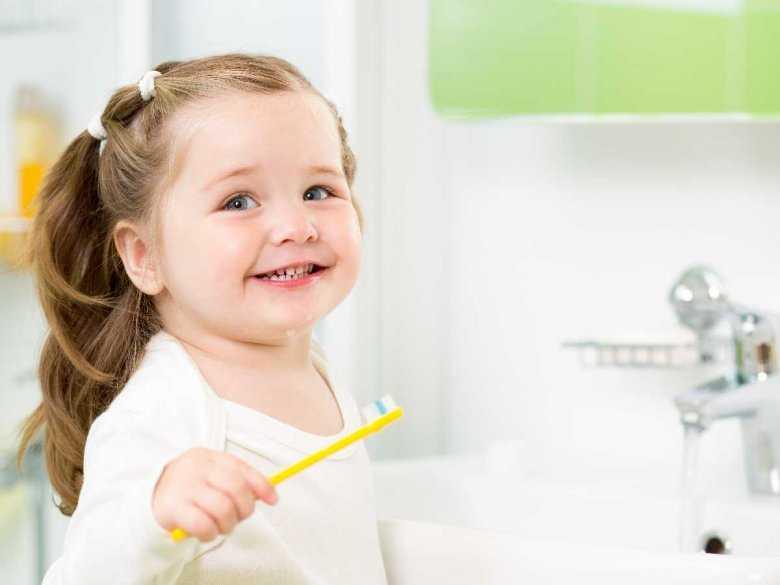 Mycie zębów przez najmłodszych