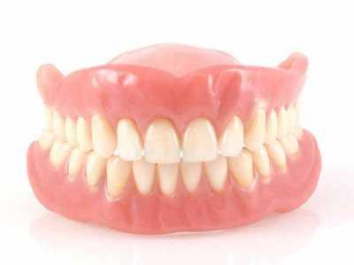 Czy protezy zębowe trzeba myć?