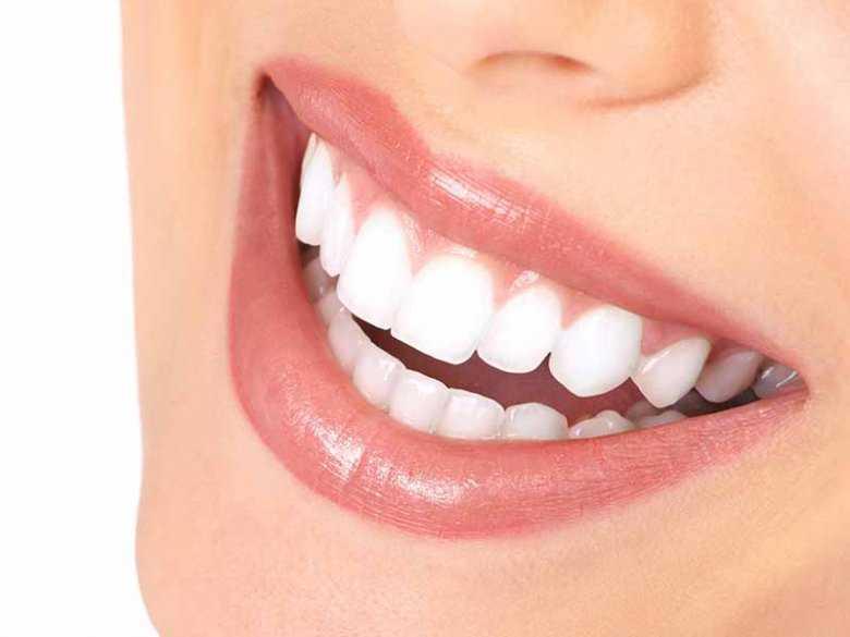 Jak usunąć przebarwienia na zębach?