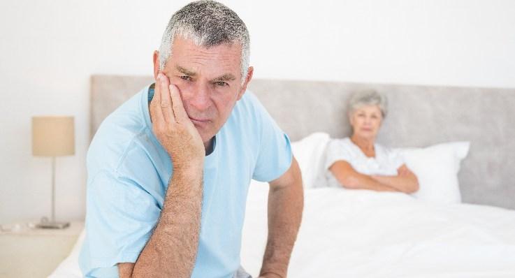 Problemy ze snem w wieku średnim wiążą się z ryzykiem demencji