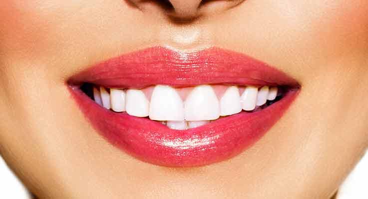 Wybielanie zębów za pomocą lampy
